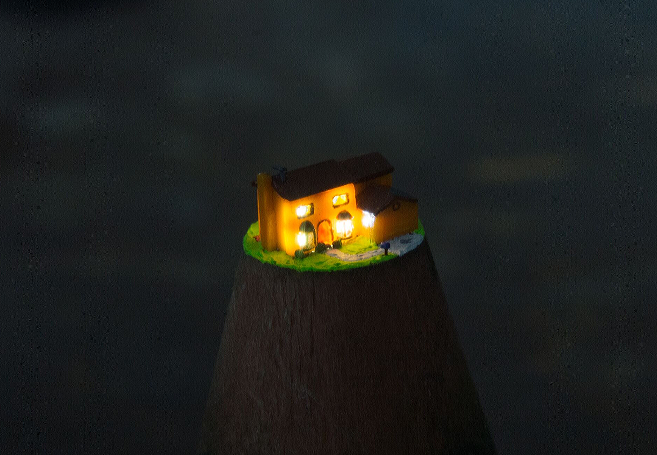 Simpsons house at night.png