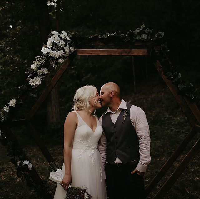 And Just like that you can have a gorgeous woodland wedding right here in Missouri.