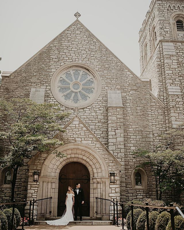Exquisite! ✨ . . . . .FOLLOW @ivyinkphotography . . . #weddingphotograph #weddingphotoshoot #weddingphotographers #weddingphotoinspiration #destinationweddingphotographers #missouriweddingphotographer #elopementwedding #elopementphotography #lookslikefilmweddings #coloradoweddingphotographer  #weddingphotoideas #weddingphotoidea  #destinationweddings