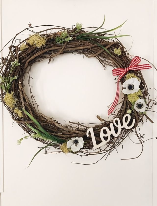 Simple Rustic Valentine's Wreath - Kayleigh has put together a lovely rustic wreath to share with us at The Rusty Barn Blog.