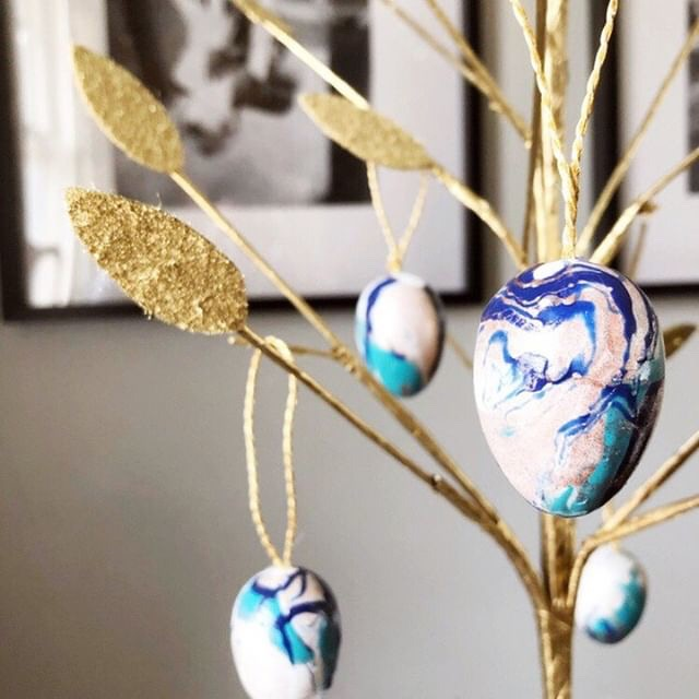 Marbled Easter Eggs - Dani at The Taborhood
