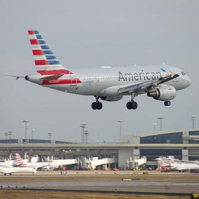American Airlines A319 Landing at DFW airport. #planespotting #avgeek #americanairlines #airbus #a319