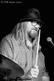 Jon Grimsby - trommer.jpeg