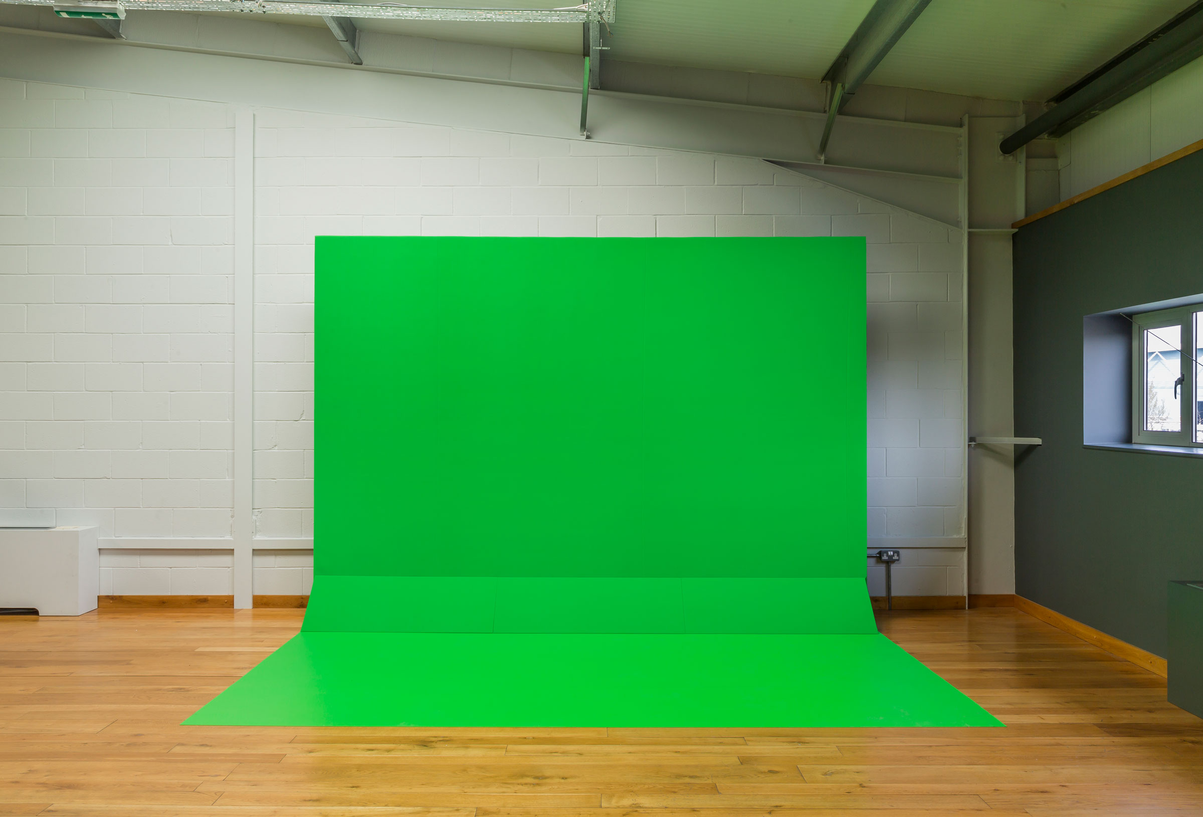 VFX100-Flat-With-Floor-Flashed.jpg