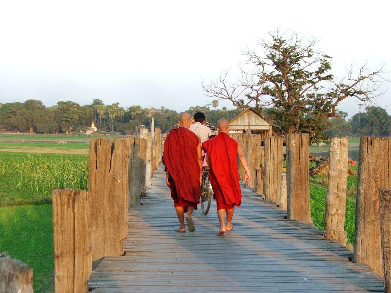 Birmania - monaci a Amarapura