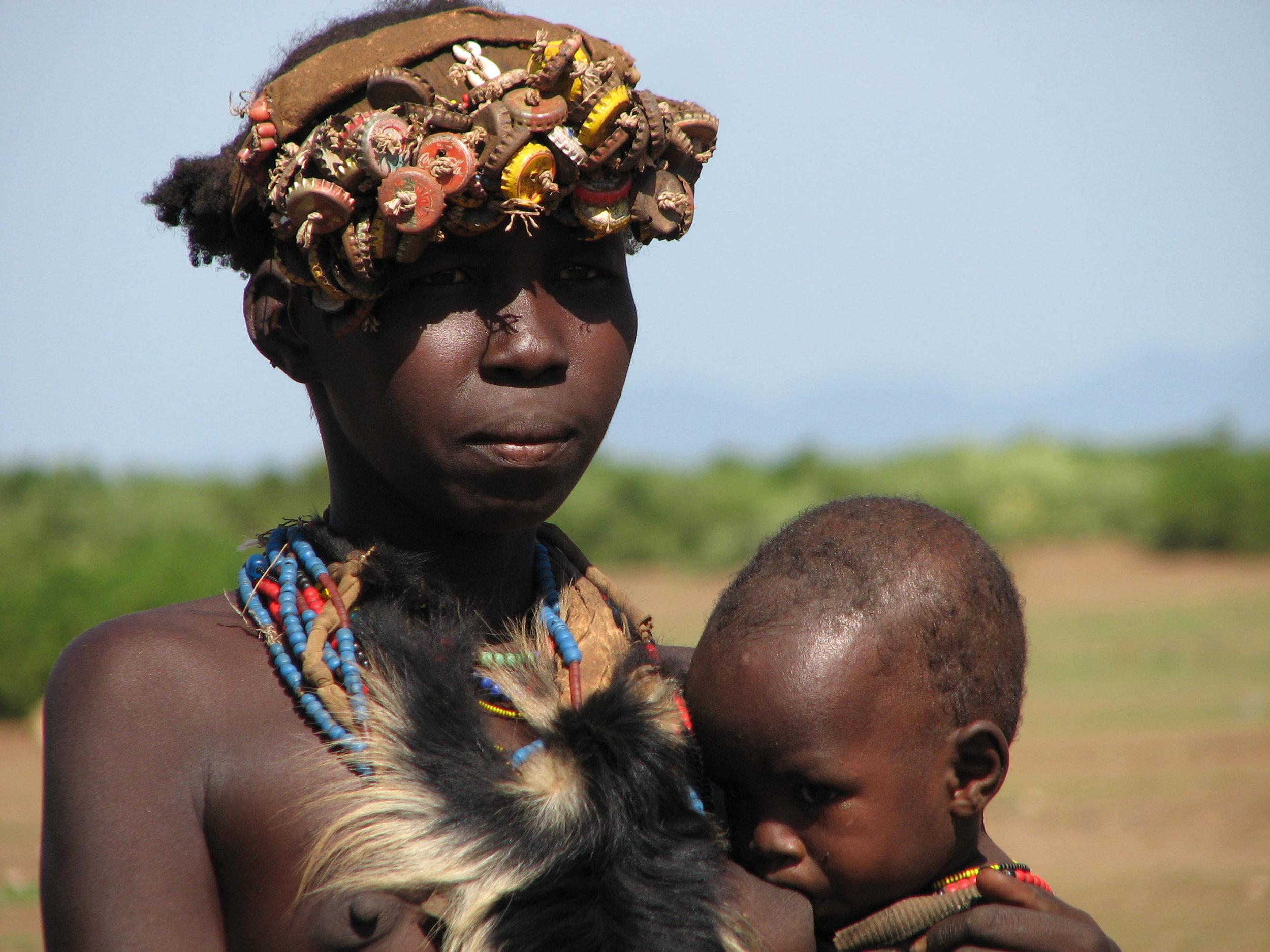 etiopia-valle-dell-omo-domnna-e-bimbo.jpg