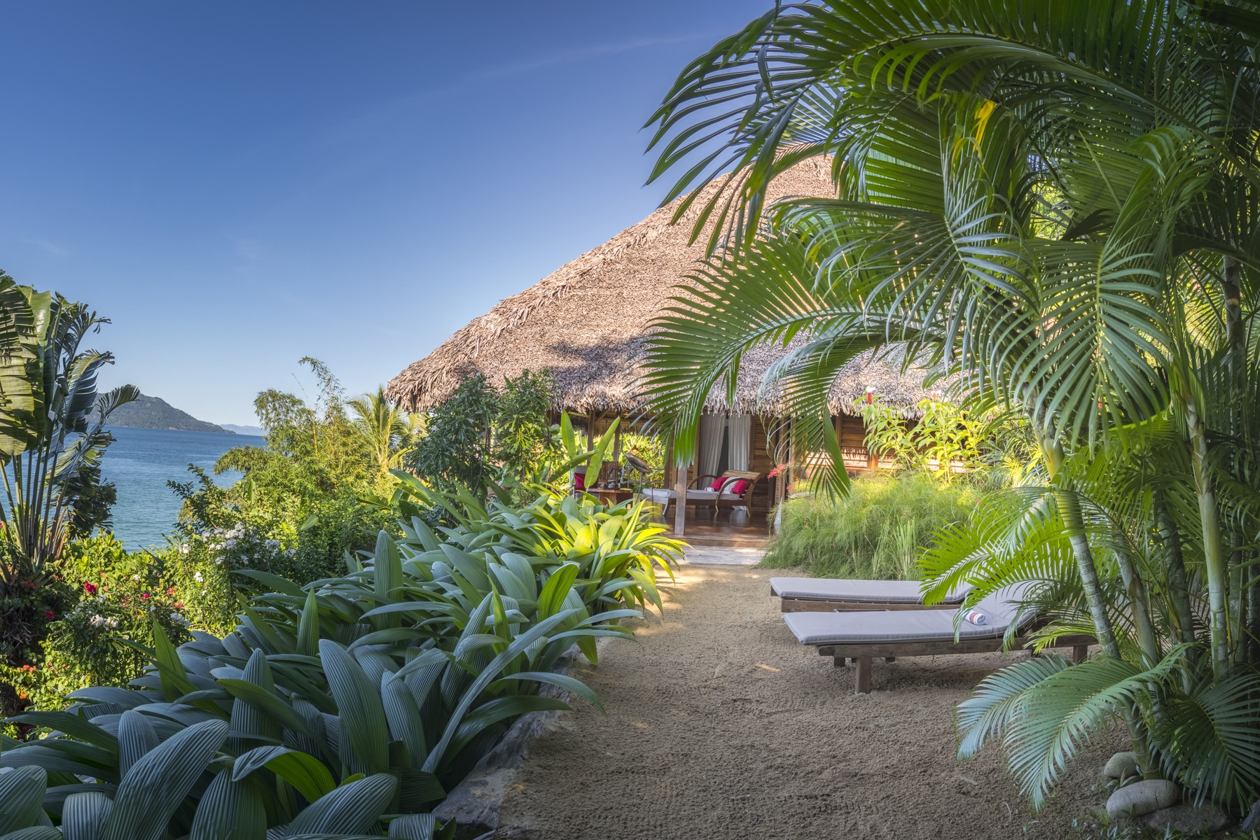 Tsara-komba-lodge-nosy-be-madagascar-wadi-destination-chaise-longue-terrace.jpg