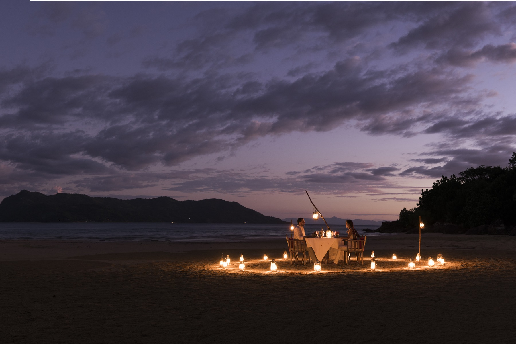 Tsara-komba-lodge-madagascar-honeymoon-dinner-beach.jpg