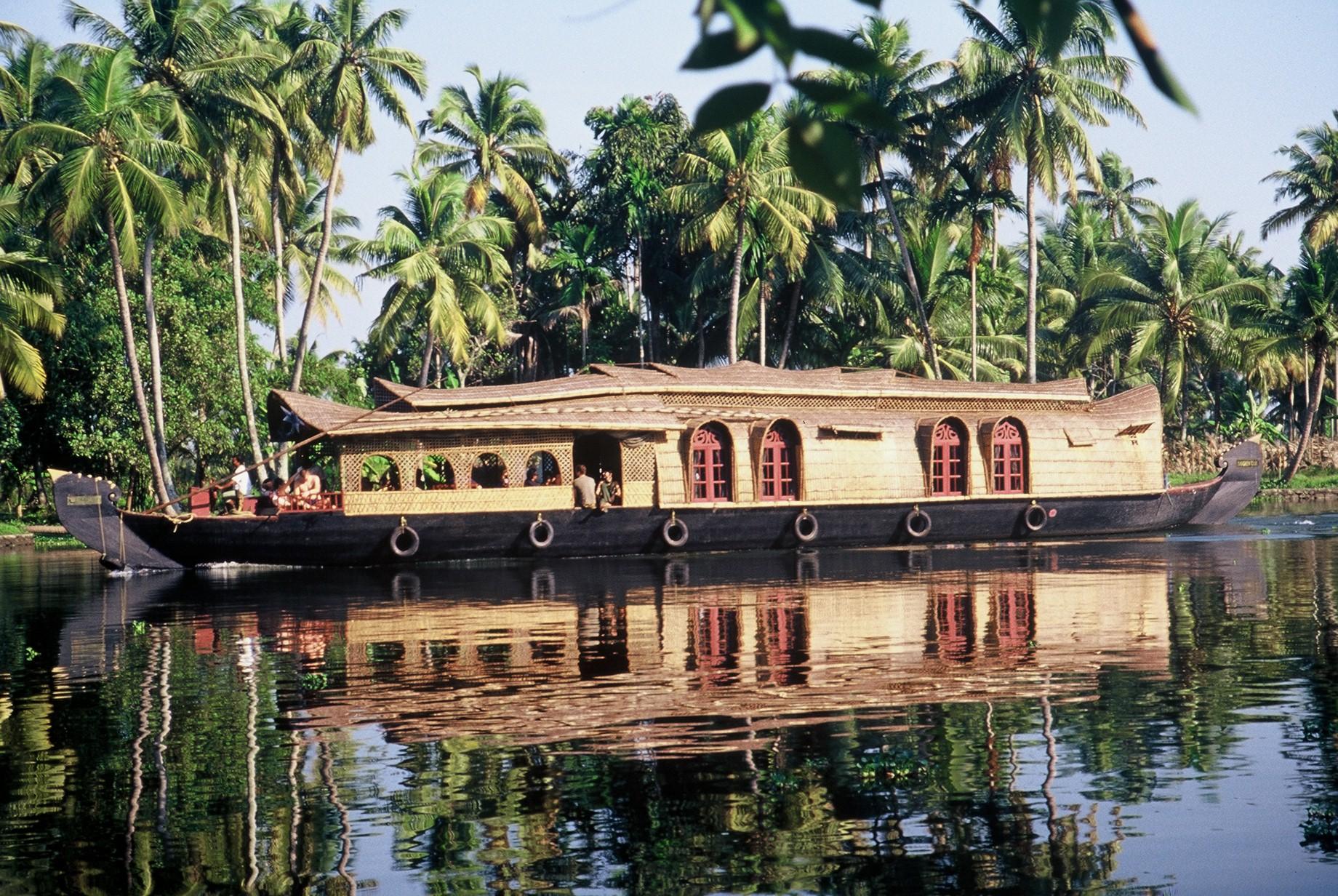 india-kerala-houseboat-backwaters-wadi-destination.JPG