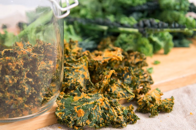 Smokey Chipotle Kale Crisps - Deliciously Raw