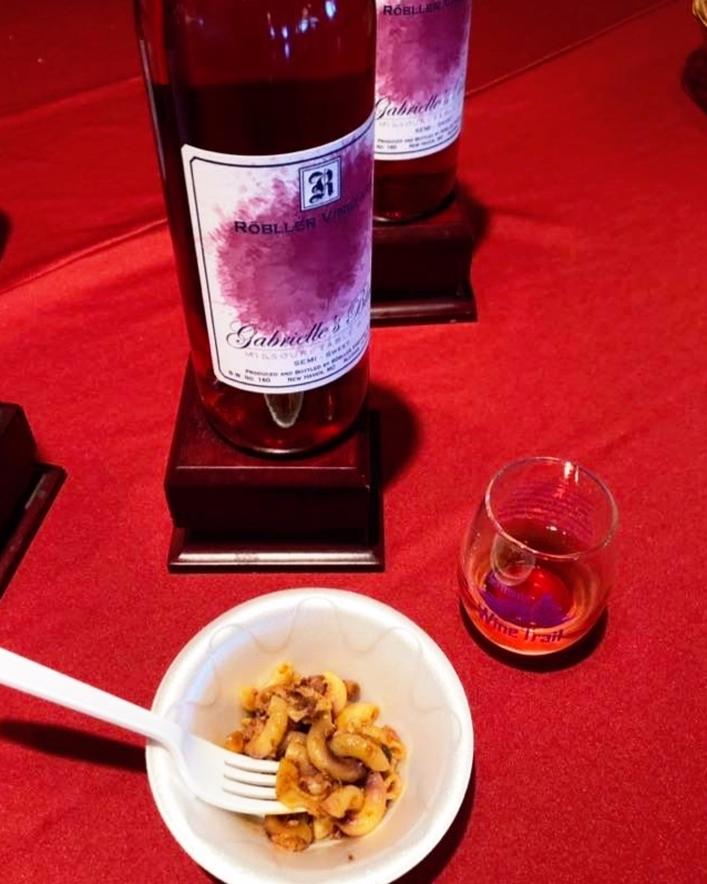 Gabrielle's Blush with Barbecue Mac & Cheese, photo taken during the 2019 Berries & BarBQ Wine Trail. Photo credit: Hermann Wine Trail.