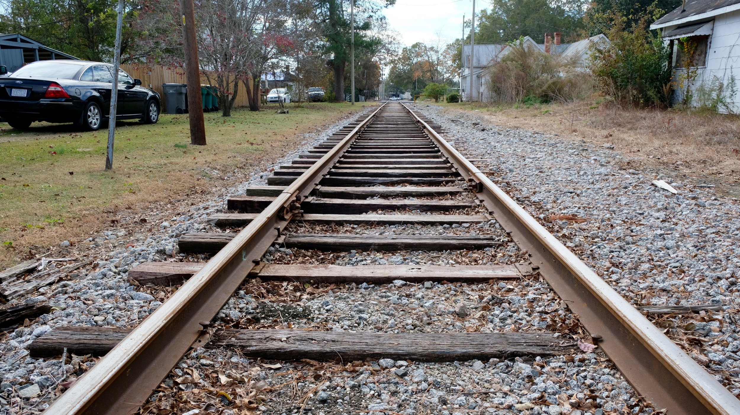 The railroad tracks separating the two sides of the neighborhood. (Photo by Russ Bowen)
