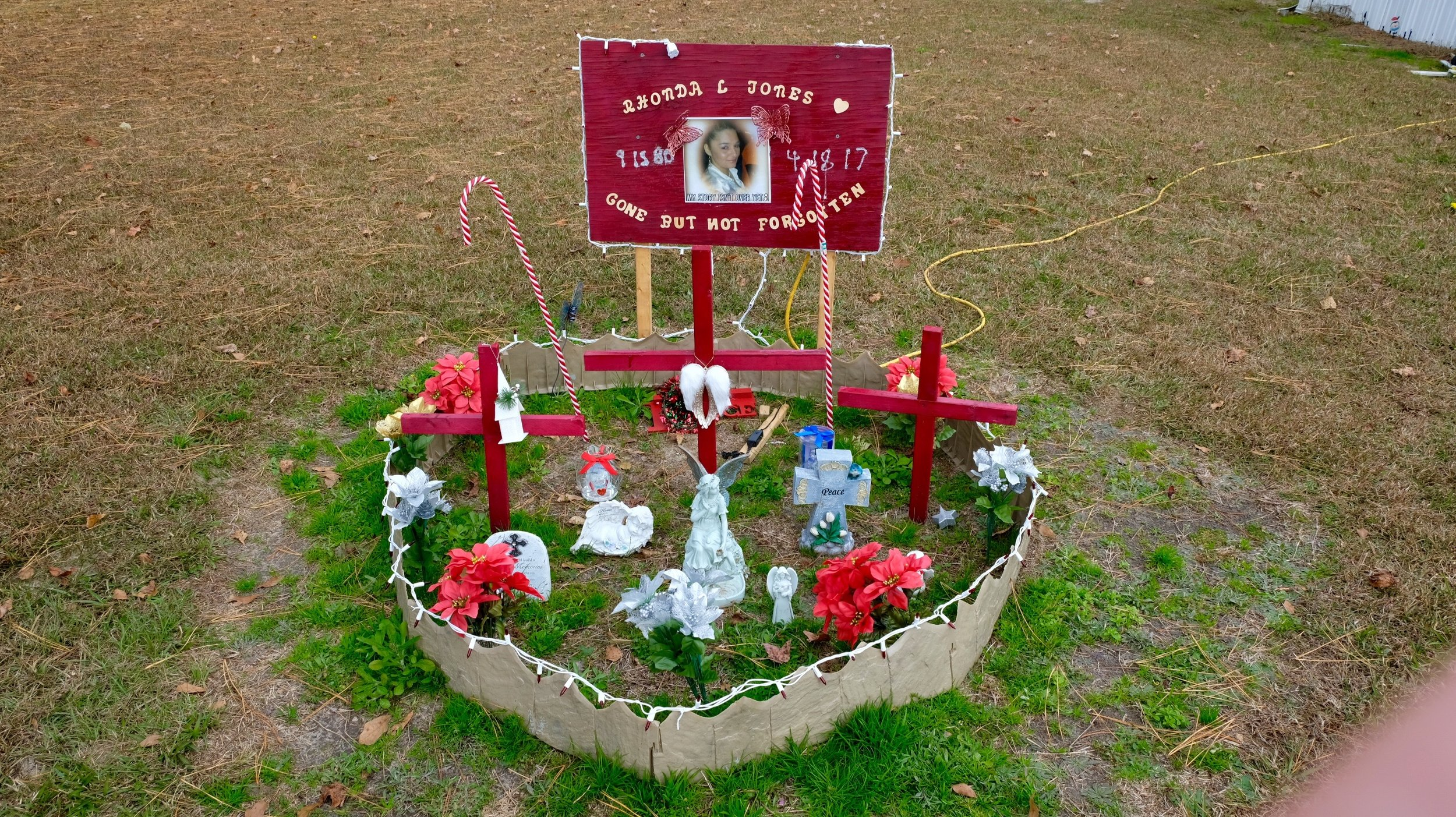 A memorial for Rhonda Jones in her mother's yard. (Photo by Russ Bowen)