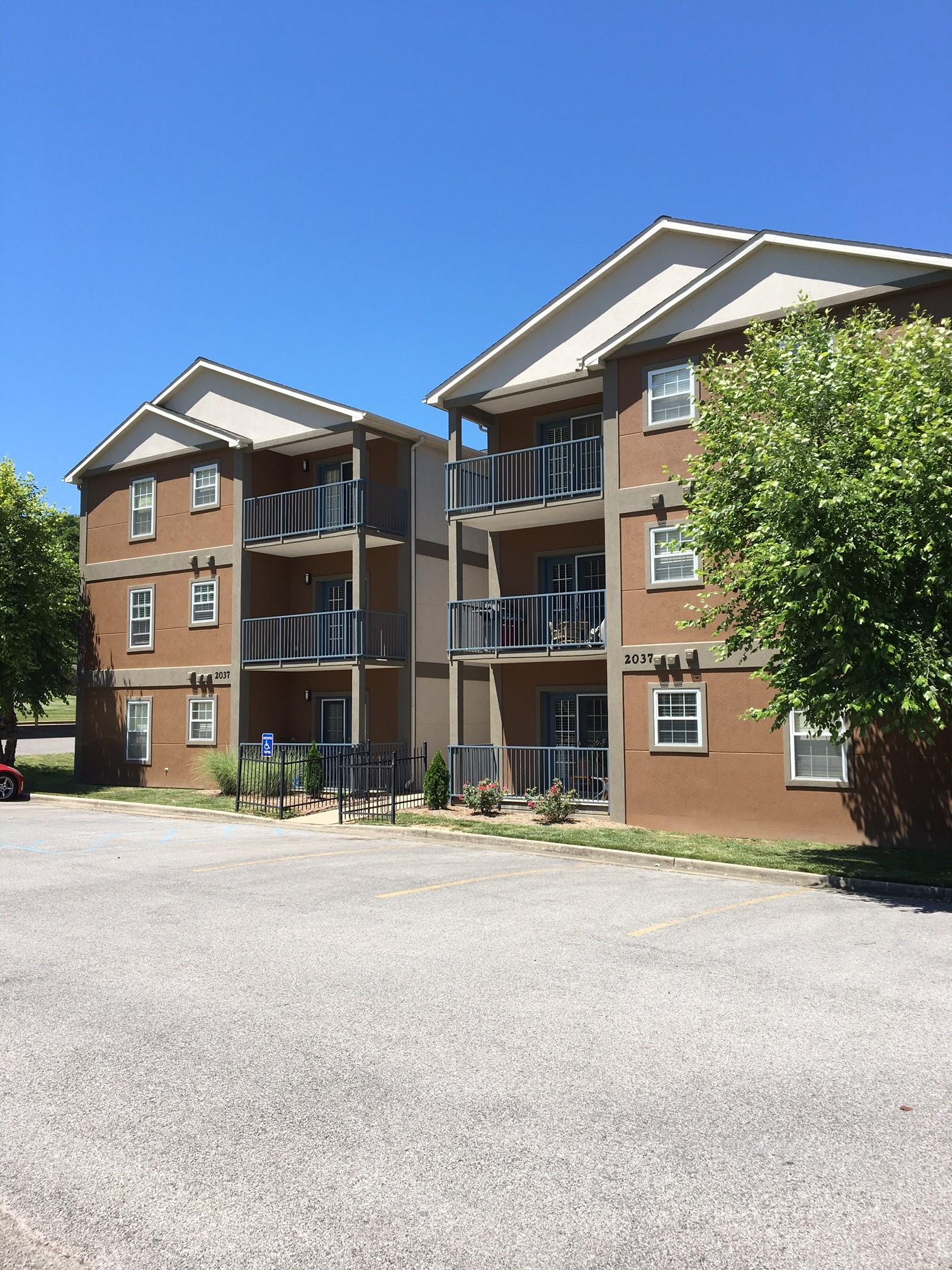 Pear Tree Court Apartments - Cape Girardeau, Missouri