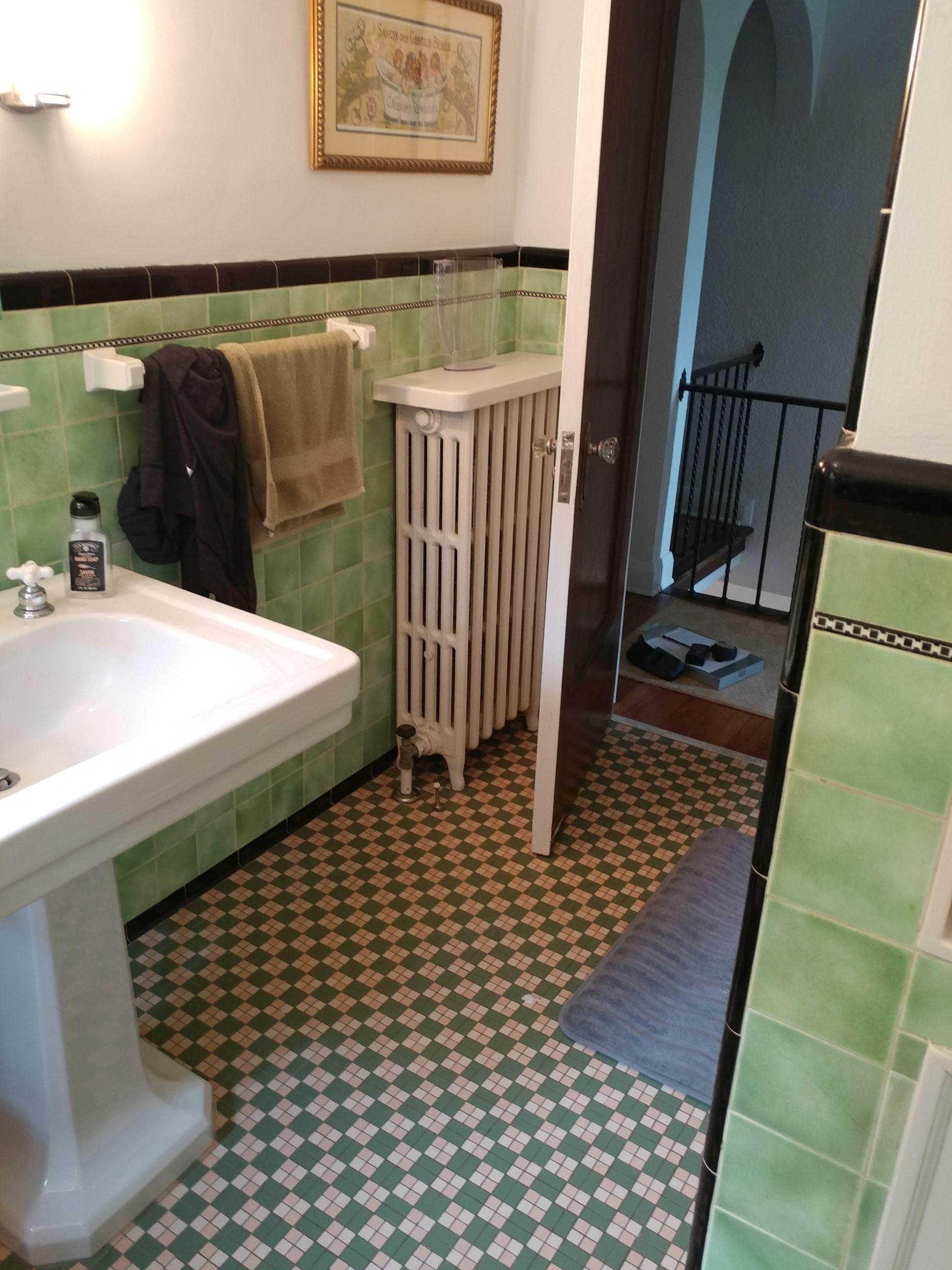luverne_baths_before_39.jpg