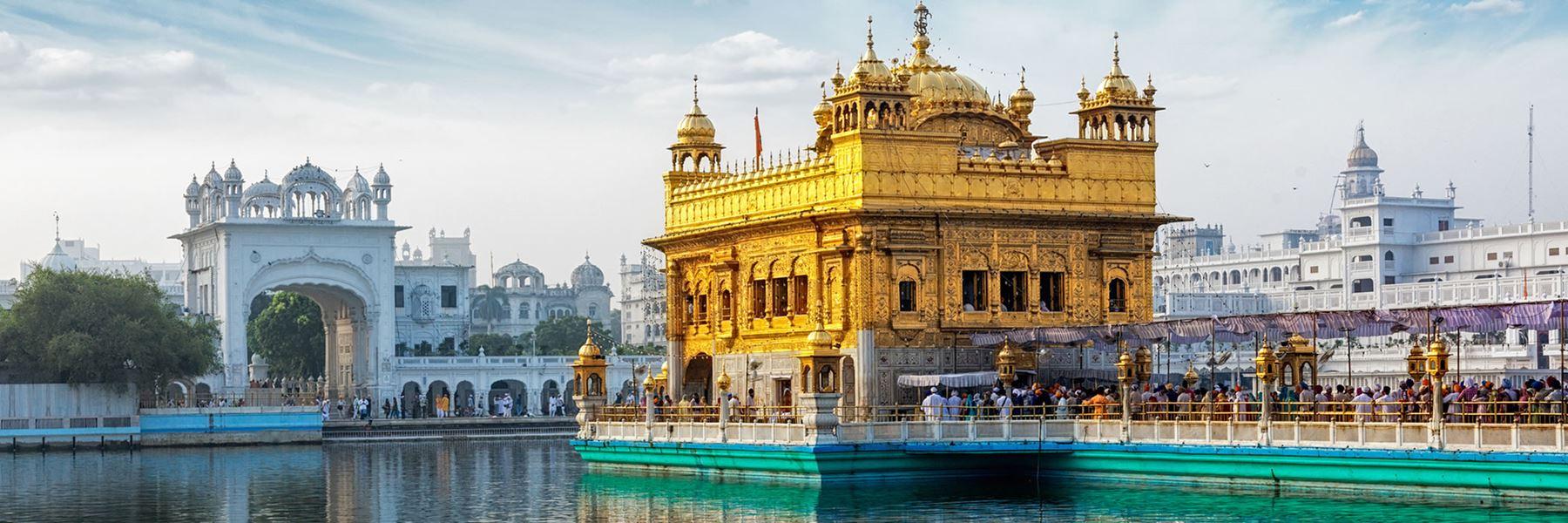 iStock481499068_golden_temple_of_Amritsar_800x2400.jpg