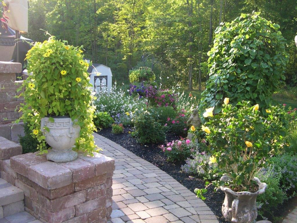 Hardscapes and softscapes in Chagrin Falls, OH