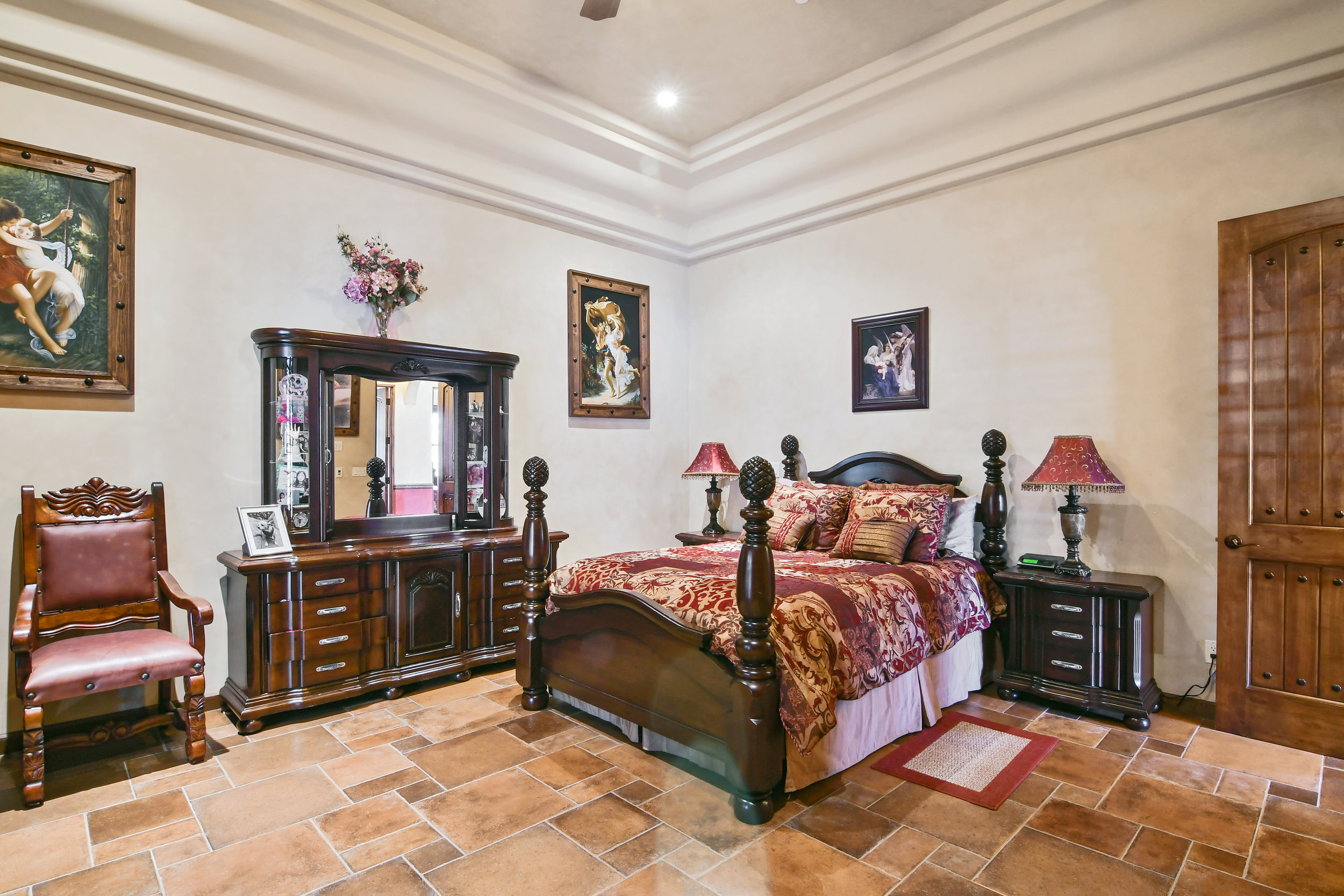 Bedroom 5- 138.jpg
