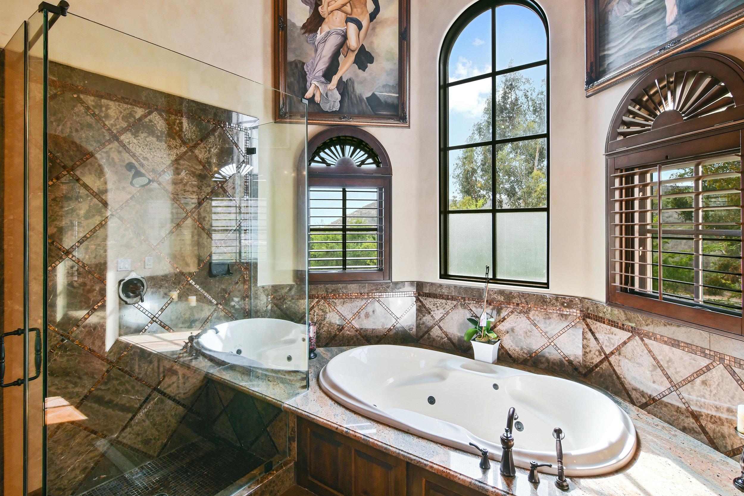 En Suite Bathroom 2- 124.jpg