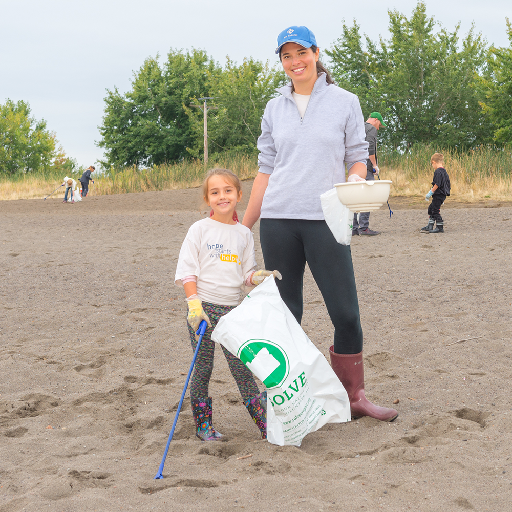 Each year SOLVE volunteers pitch in to keep Oregon's beaches and riverfronts clear of garbage and debris.