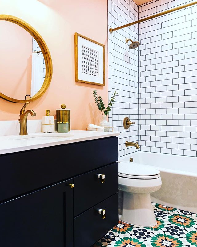 Loving this little bathroom style #thecolumbusagents