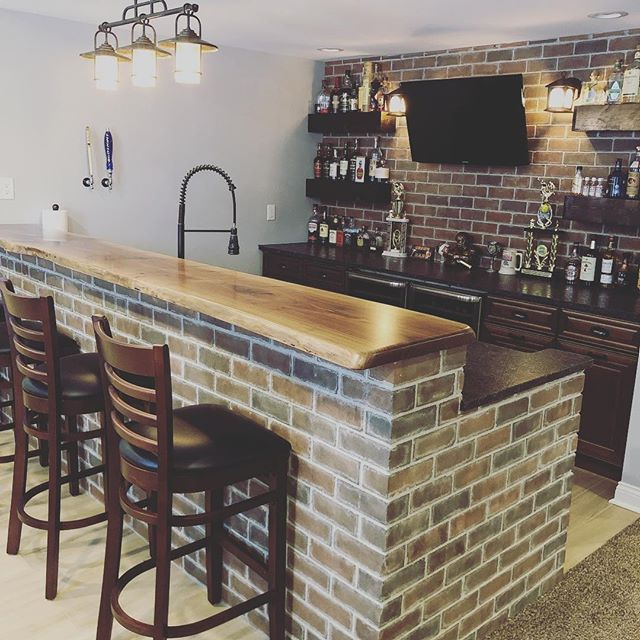 Open House 🚨 . Come swing by and buy this house and grab a 🍻 #thecolumbusagents #openhouse Drive safe in this snow! ❄️ . 577 Covered Bridge Dr, Delaware OH
