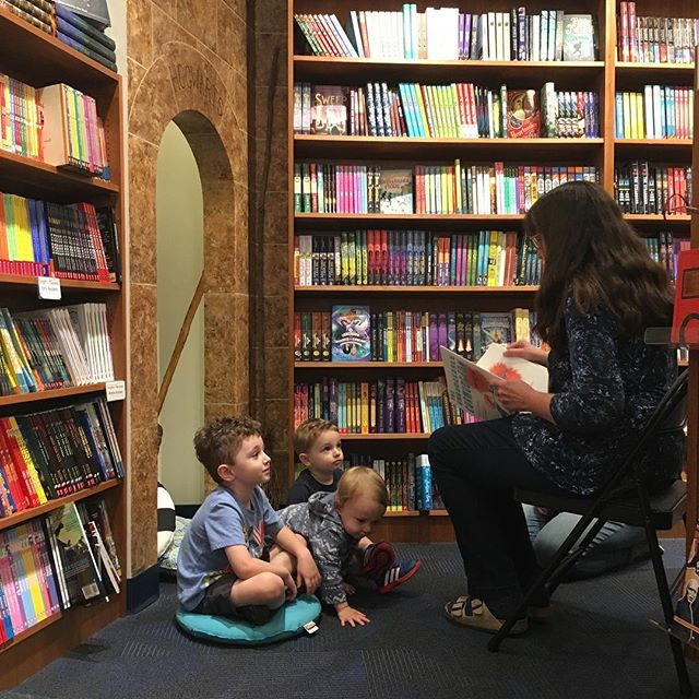 Our friend @notes_from_an_urban_cabin is doing a book signing for her book Everything that Makes You Mom at Riverstone Books. And she's taking a break to read these cousins a kids book. That's LAURA.