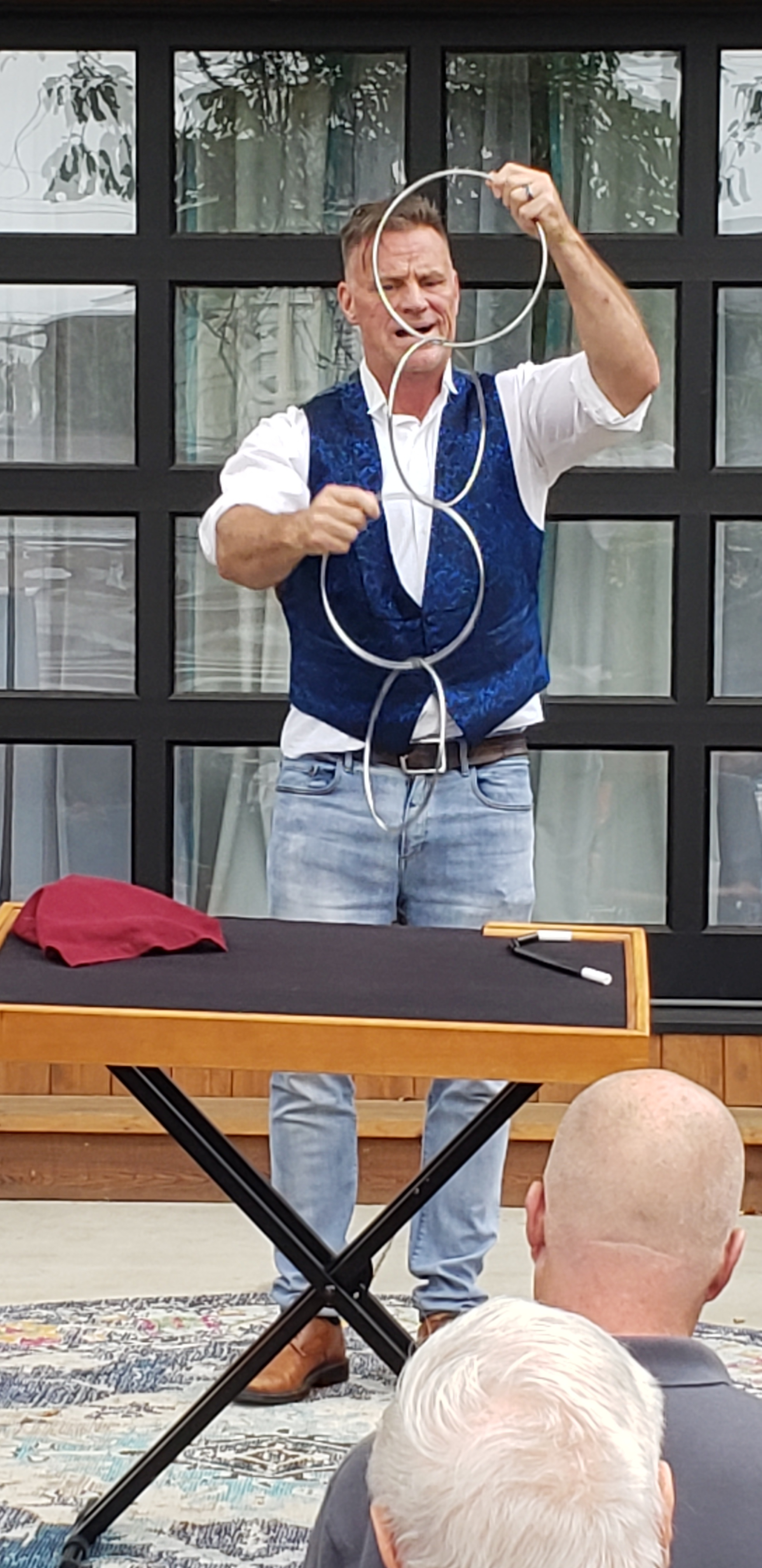Dan Waterman kills the audience with his ring routine (2019)