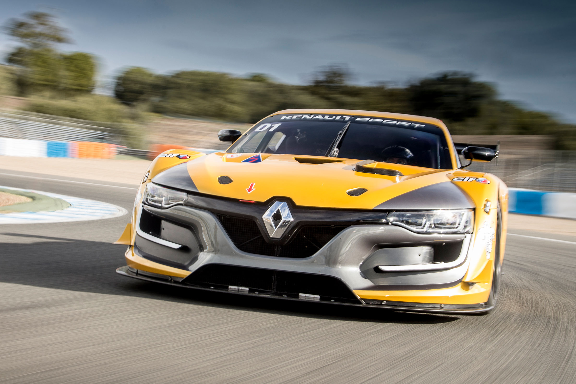 Content strategy and article production for launch of new Renault Sport blog -
