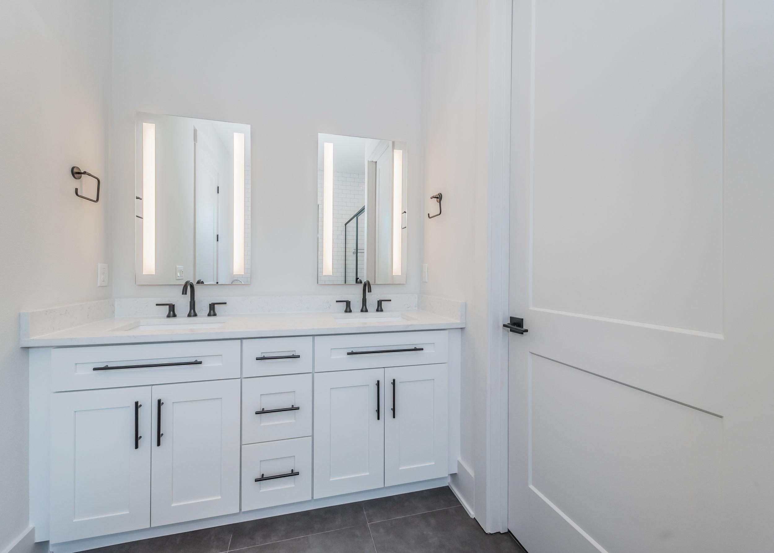 Master Bathroom1b-4.jpg