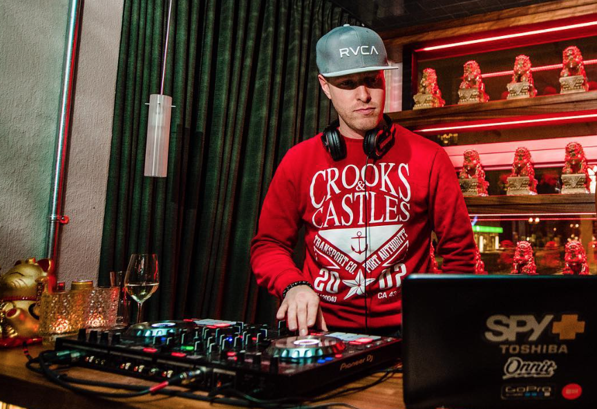 Mister Chens Friday Live  DJs Music