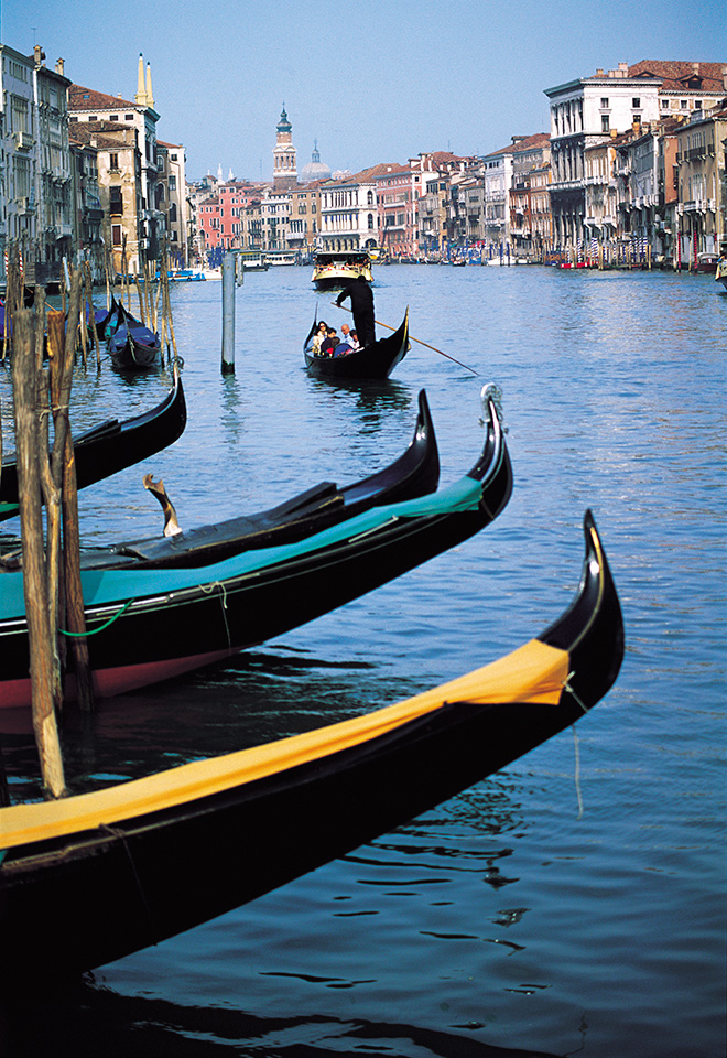 3-Gondolas-city2-un-RT-960pix.jpg