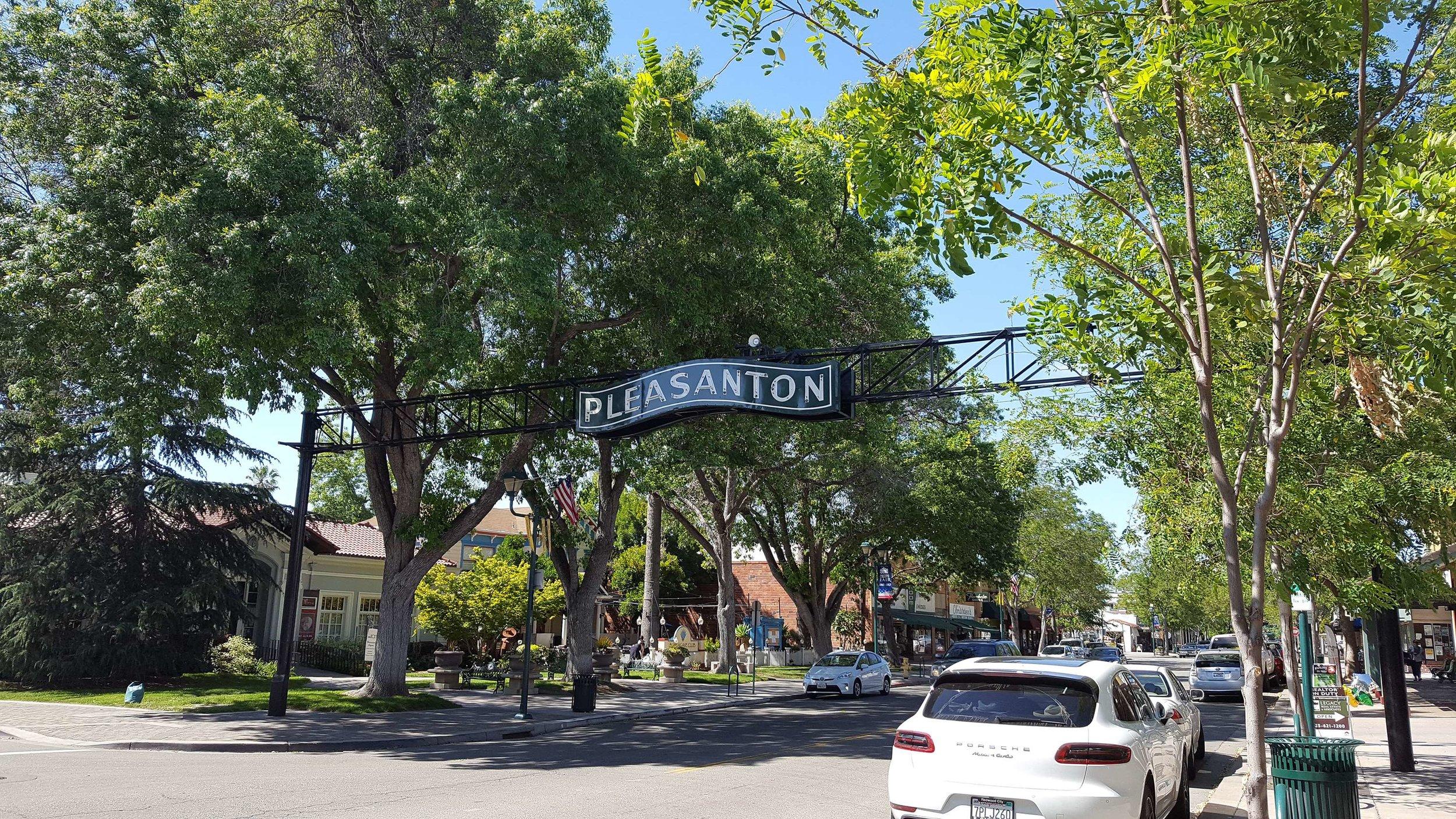 73173358_3074505-california_main-street_pleasanton.jpg