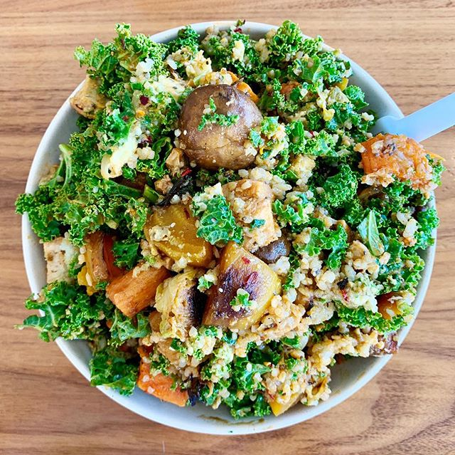 We would KALE for Upbeet bowls💚🤣☠️ @upbeet • • • • • #upbeet #kale #healthyfood #healthy #atlantafood #atleats #bestfoodatlanta #healthyish #mindbodygreen #goop #ingoophealth #grainbowl #rdeats #atlfoodporn #saladporn #healthyeating #healthylifestyle #kaleingit #superfood #atlanta #instagramabowl #bowlsofinstagram #saladsofinstagram #beltlineatl #organic #organicfood #wellness #eatorganic #healthfood