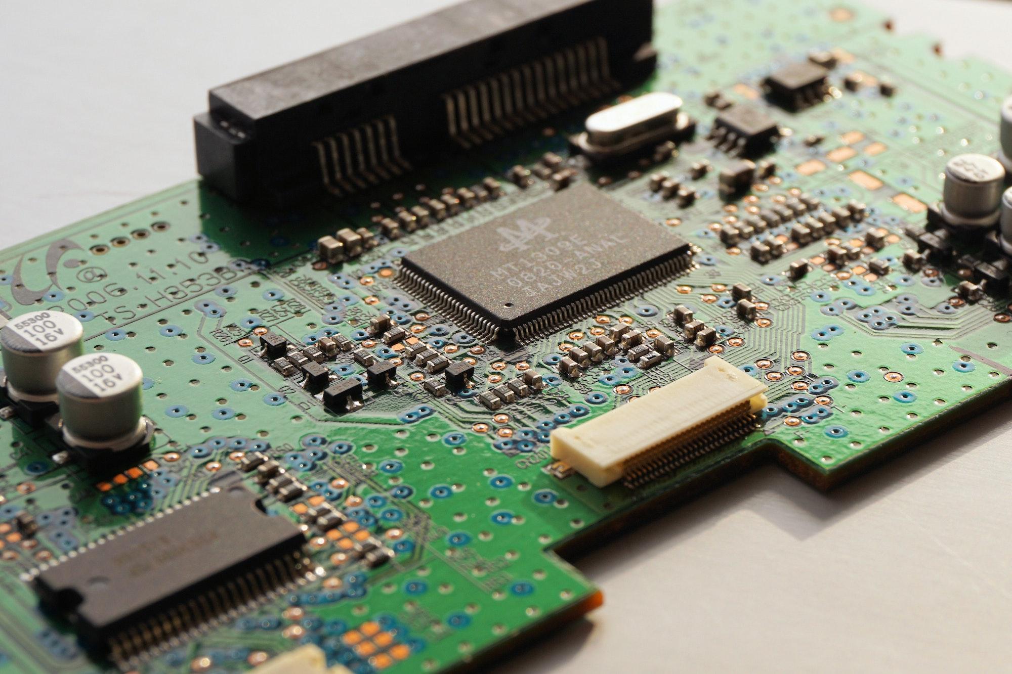 board-chip-circuits-163170.jpg