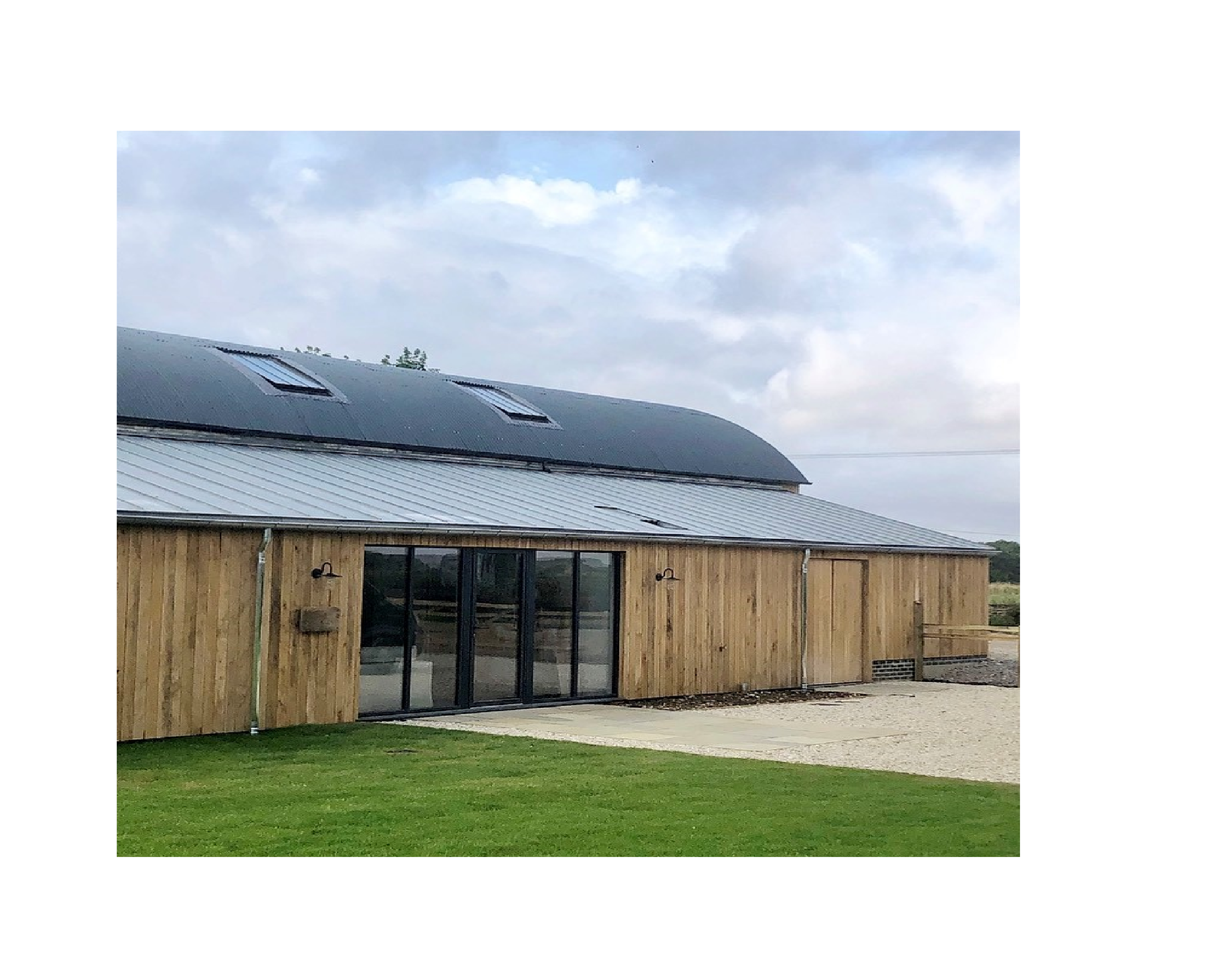 BIBURY FARM HOUSE - An extensive renovation project completed in 2019, that saw Natural VM zinc used on both the existing farm house buildings and new barn extension. All finished with natural VM gutters and down pipes.