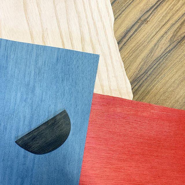 🔹🔻⚫️ 𝙒𝙤𝙤𝙙 𝙩𝙚𝙭𝙩𝙪𝙧𝙚 𝙢𝙖𝙠𝙚𝙨 𝙢𝙚 𝙘𝙧𝙖𝙯𝙮 ◾️🔵🔴 • #wood#walnut#noce#acero#palissandro#rosewood#maple#case#iphonecase#smartphonecase#case design#handmade#italy#diy#laser#woodporn#followforfollowback#likeforlikes#milano#modena#reggioemilia#robot#clocks#instagram@instagram#whispers#pacman#samsungs10#samsungs9#tanganika#frassino#ashwood