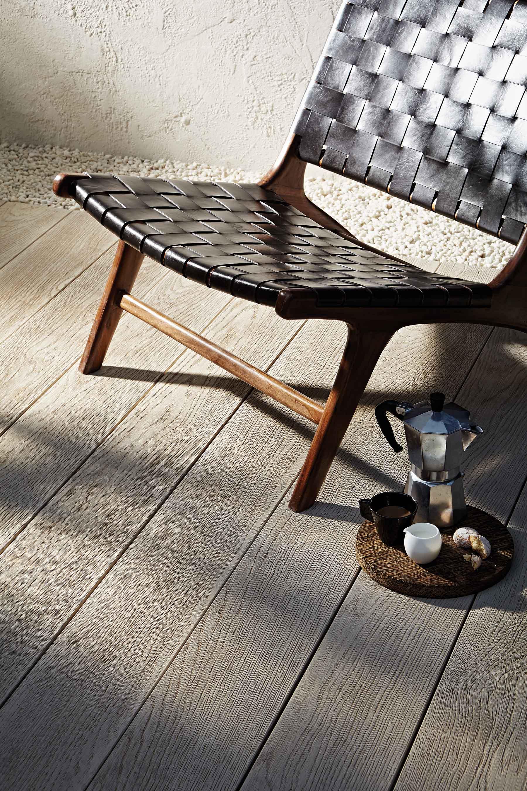 """""""La nouvelle terrasse durable et facile d'entretien"""" """"Het nieuwe, duurzame engemakkelijk te onderhouden terras""""""""The new durable and easy care decking"""" -"""