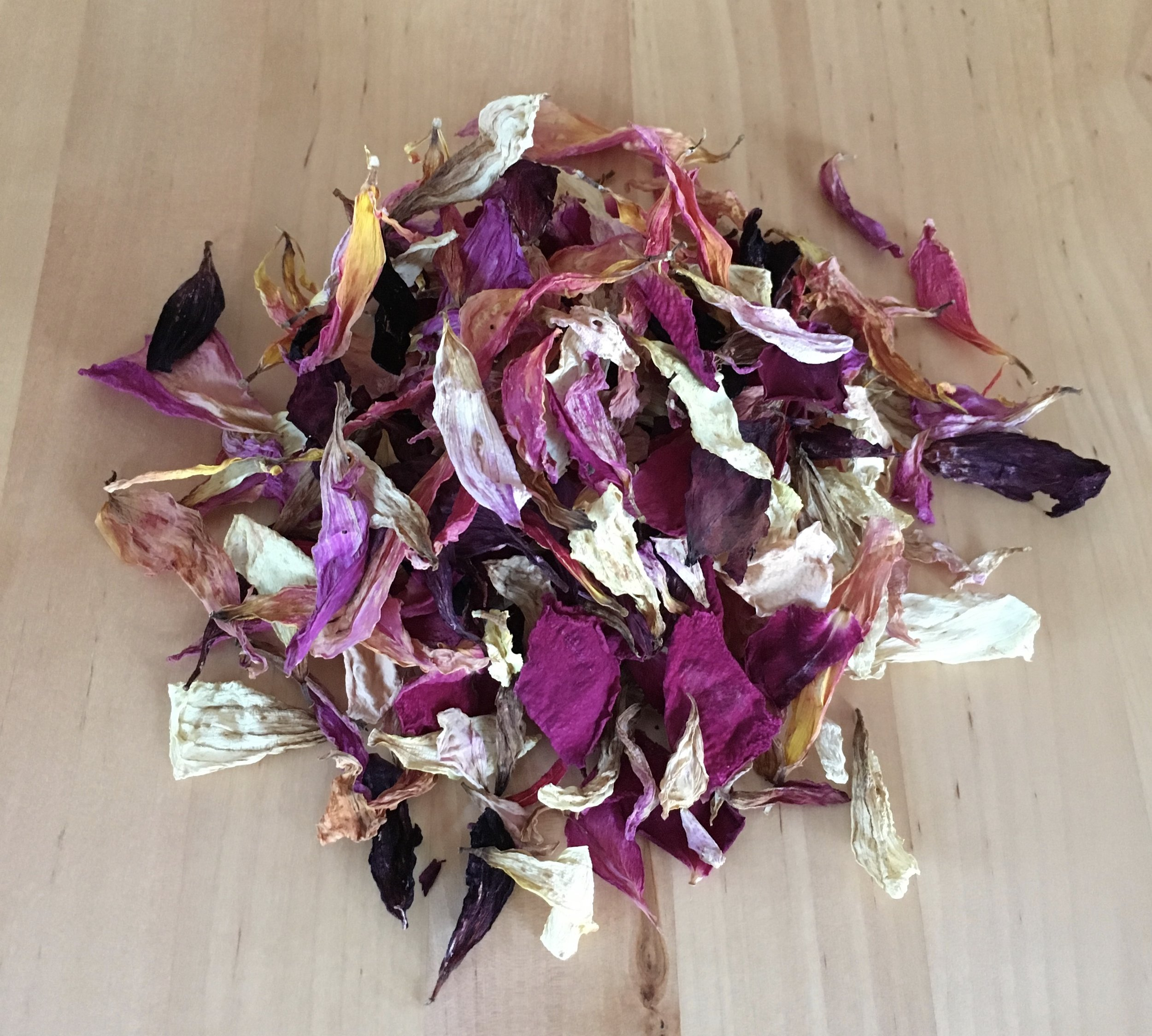 Eco-friendly - Dried or fresh petal confetti is available for an environmentally friendly option.