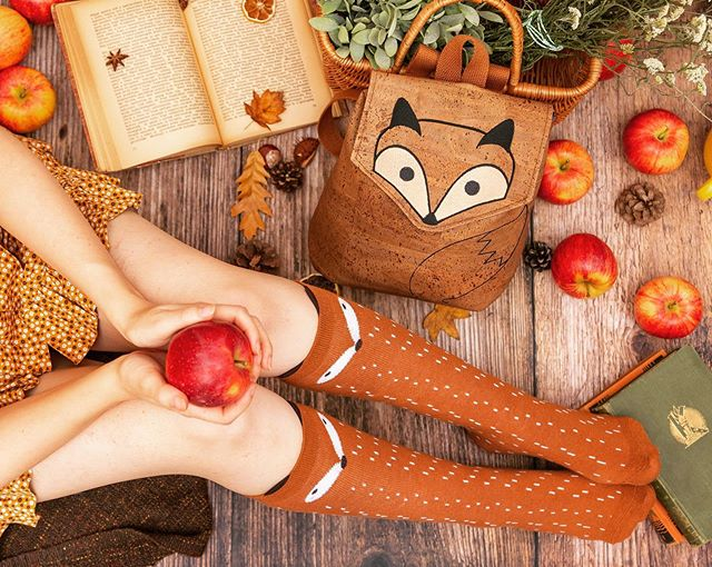 Apples and foxy things 🍁🍎🦊 #leaflingbags #corkbackpack