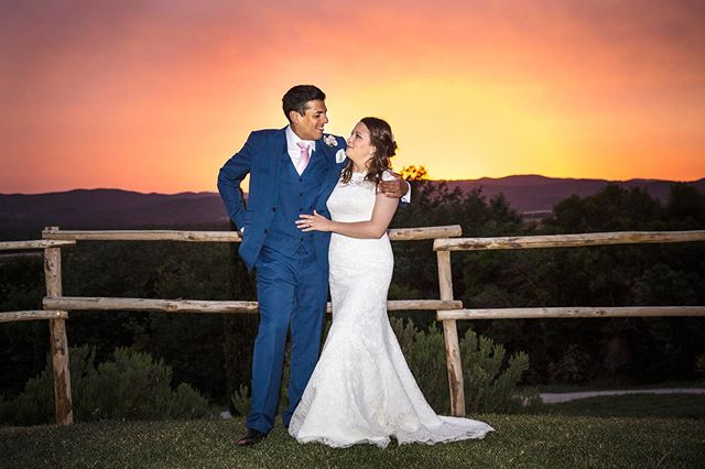 Real wedding sunset in Tuscany! #picnofilter . . . . #weddingphotorome  #bestweddingmoment  #couple #sunsetintuscany  #sposialtramonto #weddingday #tuscanyweddingphotographer  #matrimonio #fotografomatrimoniroma #destinationwedding #love #funnyweddingpics  #weddingblogger #wereengaged