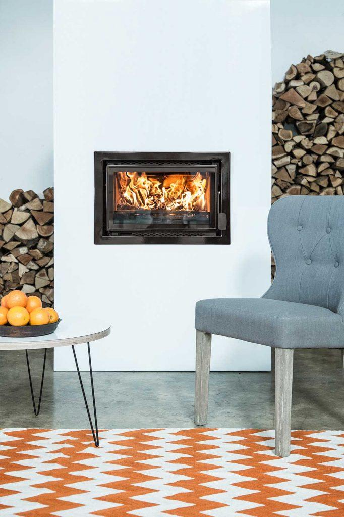 Charnwood-Bay-5-VL-Woodburning-Stove-lifestyle-682x1024.jpg