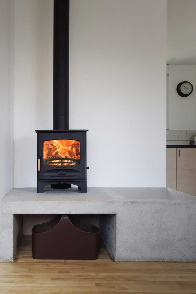 Charnwood-C-Five-Woodburning-Stove-black-682x1024.jpg