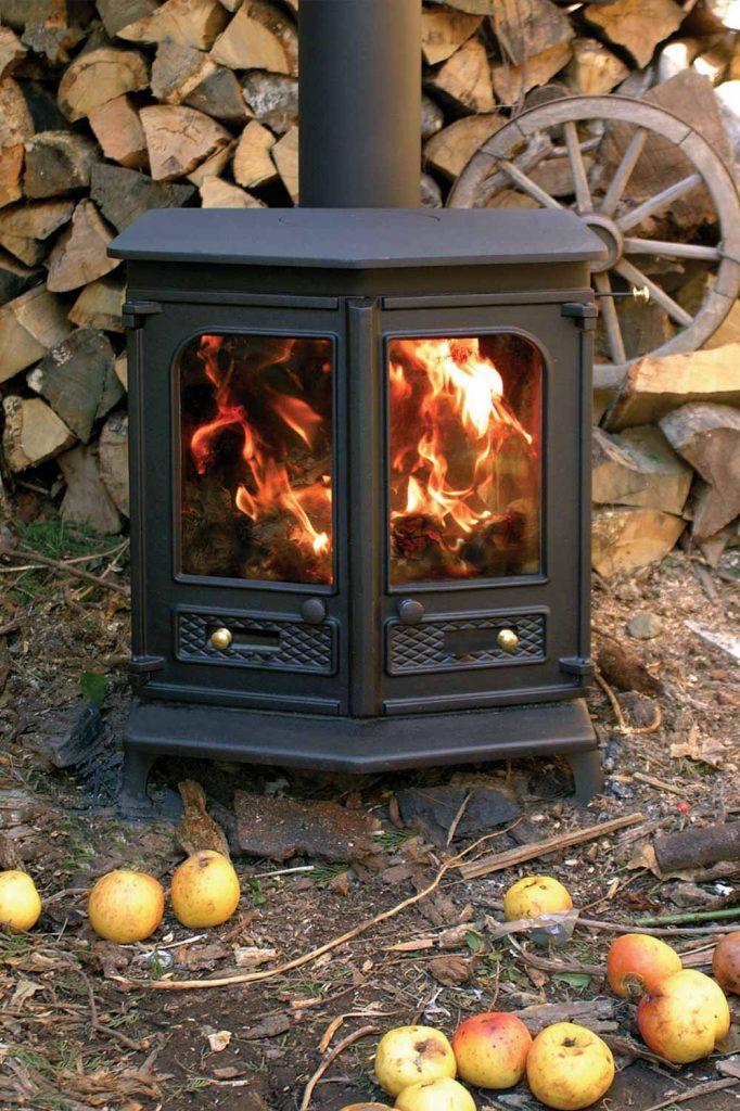 Charnwood-Country-8-Woodburning-Stove-black-shelf-682x1024.jpg