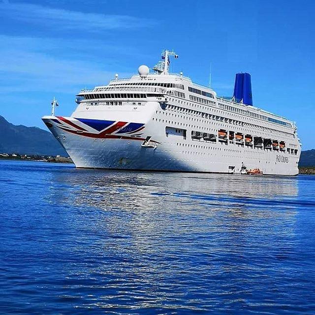 MS Oriana i Leknes havn i dag . #lofotenharbor #lofotengaverogbrukskunst #cruise #lofoten #lekneshavn #norwegiancruiseline #cruisenorwegian