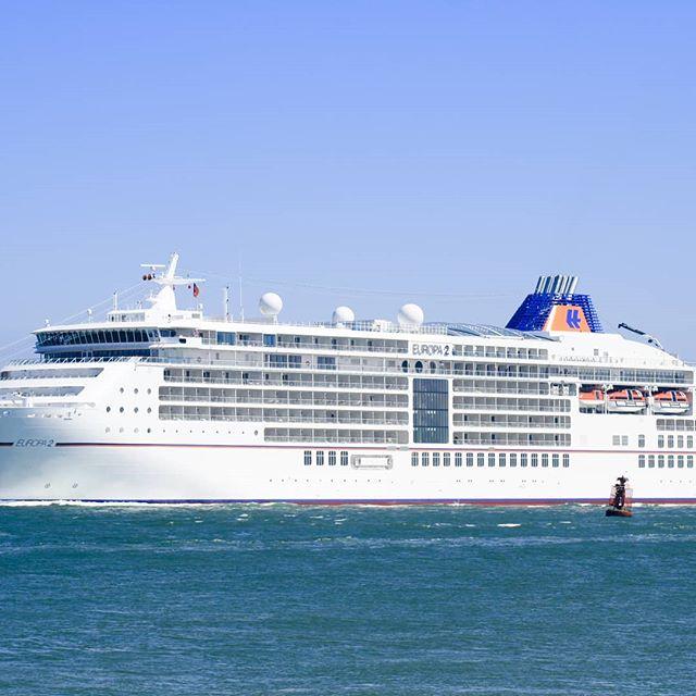 I morgen den 29.07. Kommer MS Europa 2 til Leknes havn 😊 . #lofotengaverogbrukskunst #lofotenharbor #lekneshavn #lofoten #leknes #cruise #cruisenorwegian #norwegiancruiseline