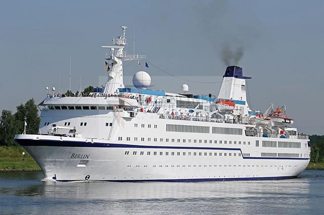 MS Berlin visited Leknes havn today 😊 . #lofotenharbor #lofotengaverogbrukskunst #lofoten #cruise #msberlin #cruisenorwegian