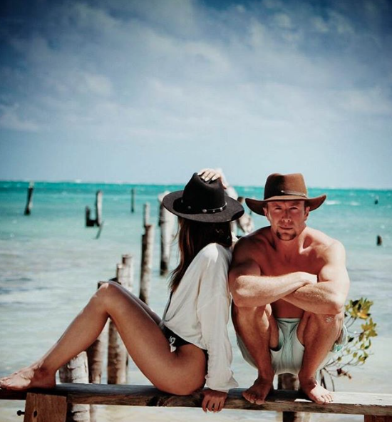 vowandvast_beach_belize_stevie_sun_travel_blog_vacation.png