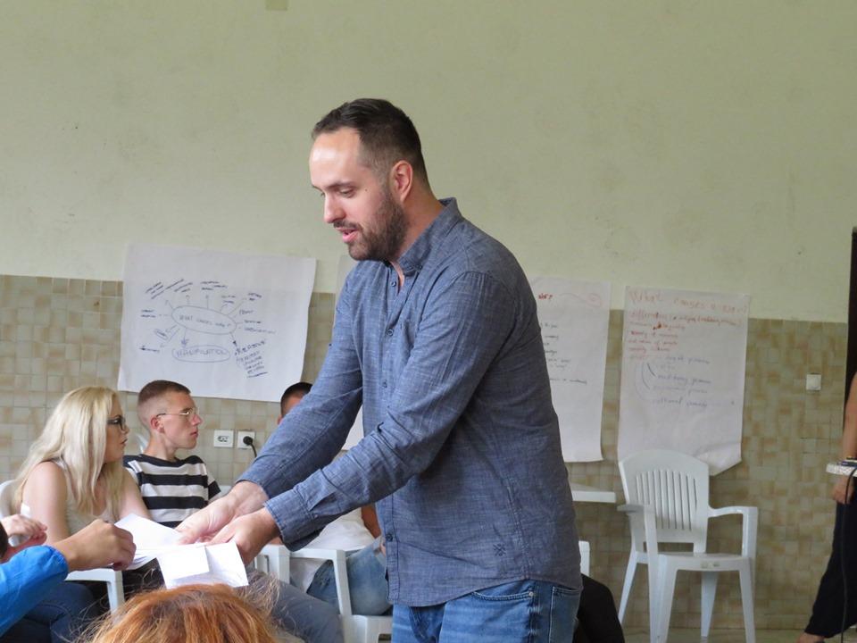 Jasmin Hasić assigning roles during simulation exercise. Photo: Dijana Rakovic