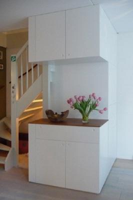 meubels op maat: kast onder trap met cd laden